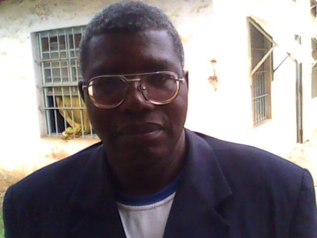 l'écrivain Fidèle Muanda/photo infobascongo
