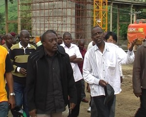 le chef de l'Etat visitant les travaux du pont Mpozo/Infobascongo