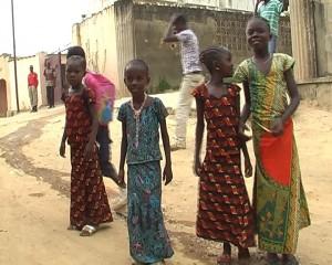 des enfants dans la rue le 08 mars 2010/Infobascongo