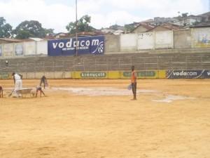 aire du jeu sans pelouse stade Lumumba/ infobascongo