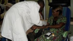 séance de prélèvement du sang/Infobascongo