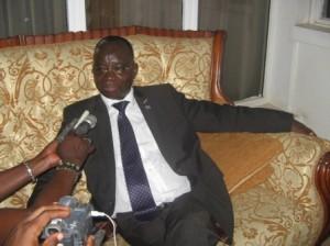 Mbatshi face aux journalistes/photo Didier Veka