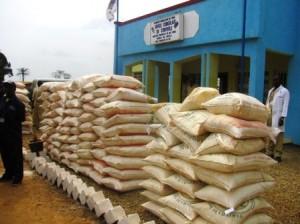 Sacs de haricots avariés devant le poste de contrôle Occ/Lufu