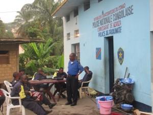 Des policiers de proximité au commissariat de Nzanza/Infobascongo
