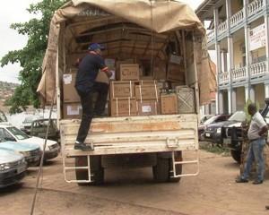 Véhicule transportant les médicaments de lutte contre la mortalité maternelle et infantile,don de l'UNFPA devant la maternité provinciale/Frank Mbayi