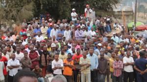 Une foule de matadiens au cours d'un meeting de A.F Puela