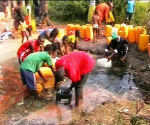 La population recourt à des sources d'eau naturelle pour s'approvisionner/infobascongo