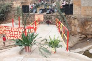 Coupure du ruban du pont jeté par l'honorable Luthelo à Nzinga Lutete/Infobascongo