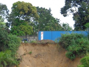 Erosion sur la route nationale Matadi-Kinshasa à Mbanza-Ngungu/Infobascongo