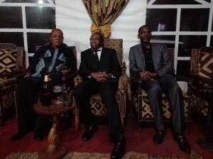 Le vice-ministre des Finances Jean-François Mukuna assis entre Deo Nkusu,ancien gouverneur du Bas-Congo à droite et M.Kabasele,ancien ministre à gauche.