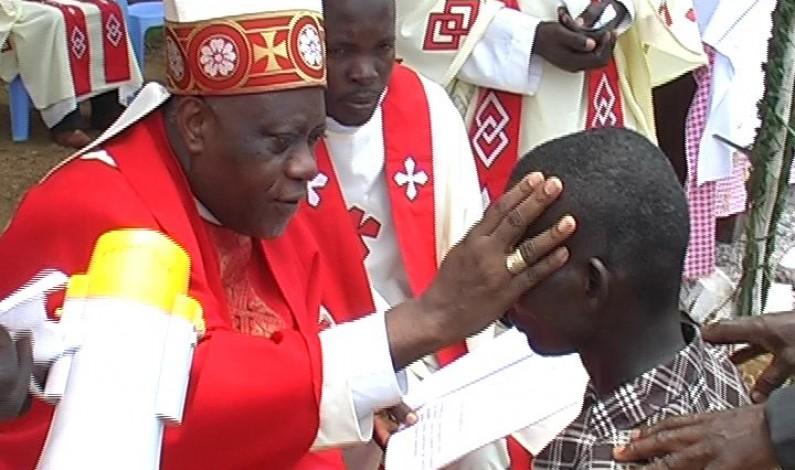 Lukunga : Mgr Daniel Nlandu dit une messe à laquelle assistent Protestants et Kimbanguistes