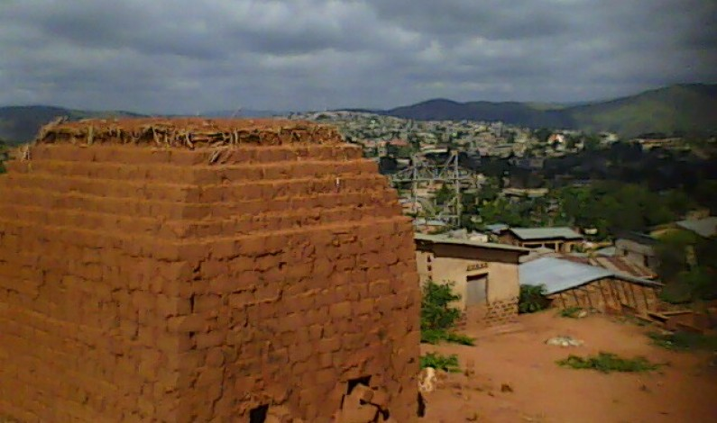 RD Congo : construire en briques, avantageux mais nuisible à l'environnement
