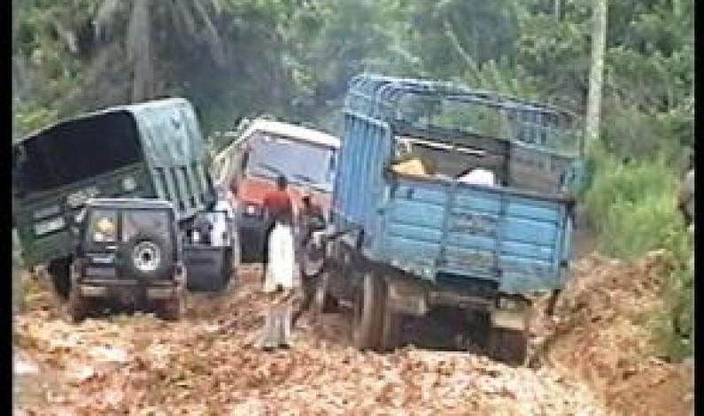 Kizulu- Sanzi: Que de véhicules retenus par un bourbier
