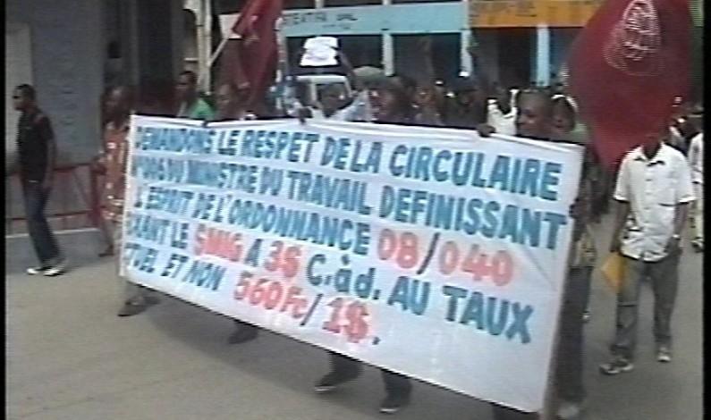 Matadi : des employés dans la rue pour réclamer un salaire au taux de change actuel