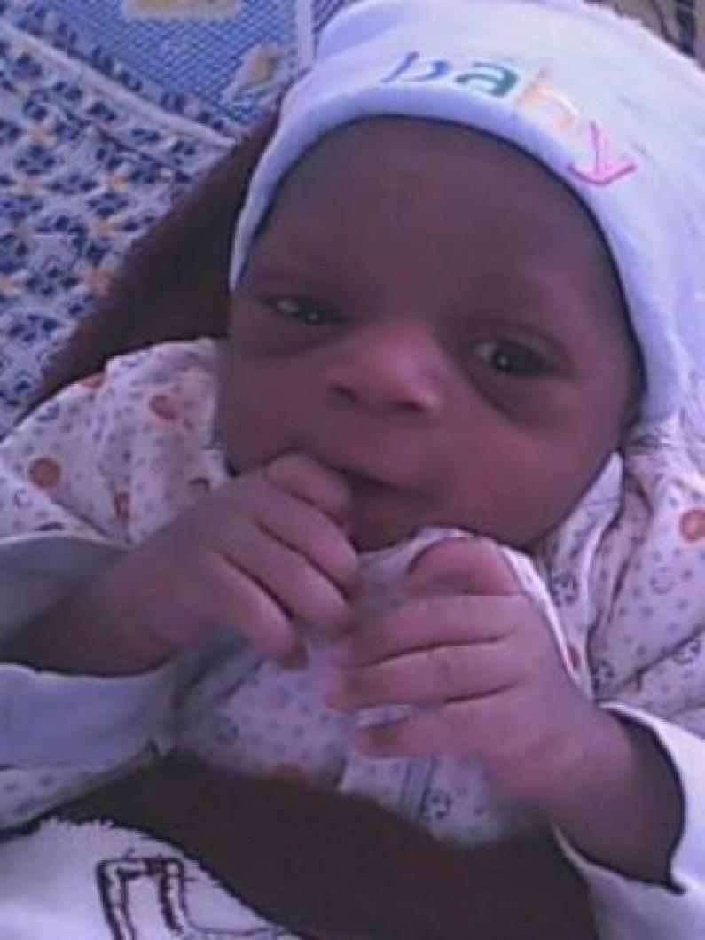 Page rose : www.infobascongo.net enrichie d'un mignon garçon