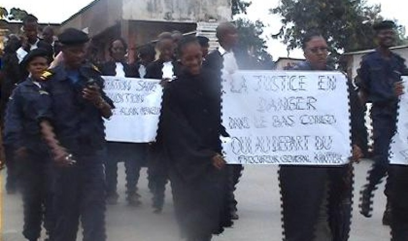 Matadi : les avocats manifestent contre l'auditeur de garnison