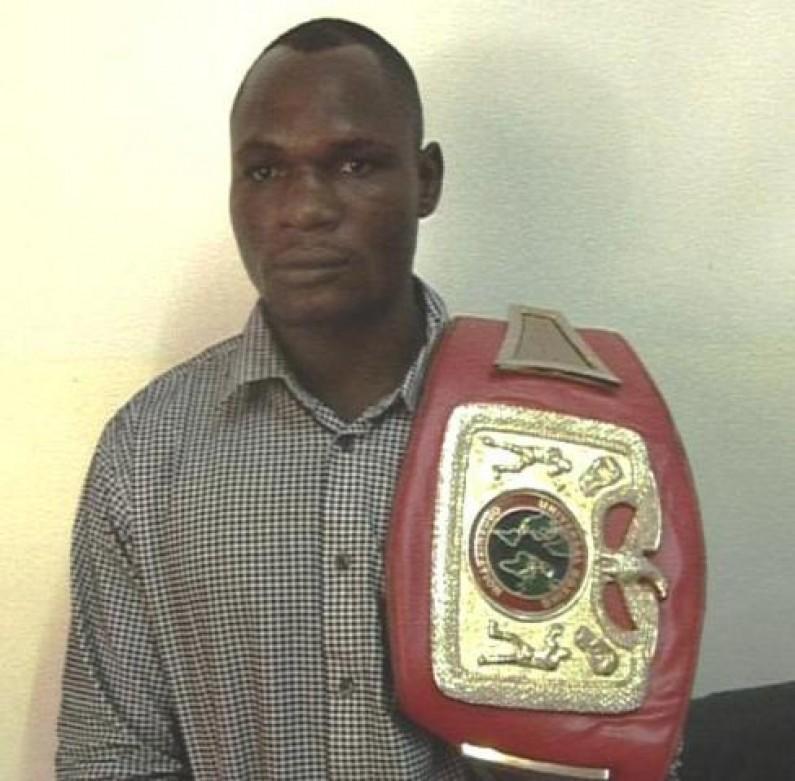 Sport : bien que peu entraîné, le boxeur Maroy Sidiki conserve sa ceinture