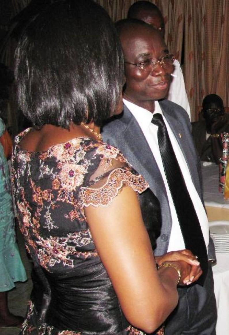 Des étudiants matadiens de l'université de Kinshasa félicitent le gouverneur