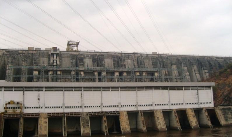 La ligne électrique Inga Vasa-Moende en construction
