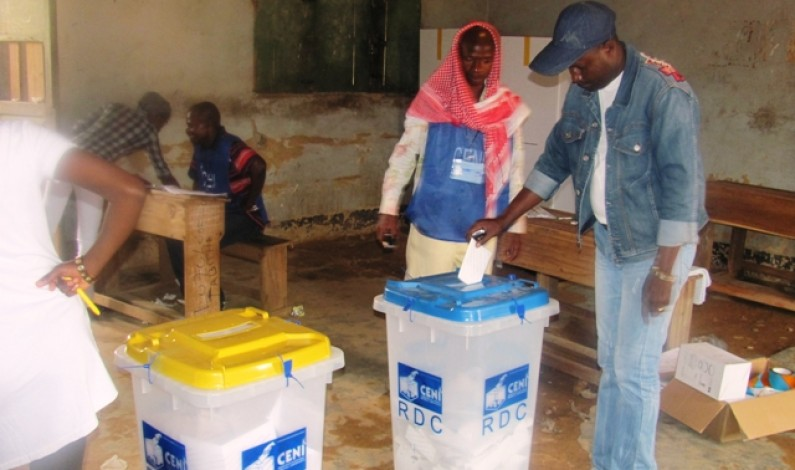 Elections : craignant la tricherie, les électeurs votent avec leurs propres stylos