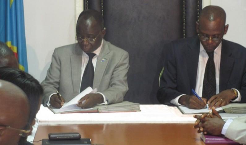 Bas-Congo : Simon Mbatshi cède officiellement le pouvoir à Deo Nkusu