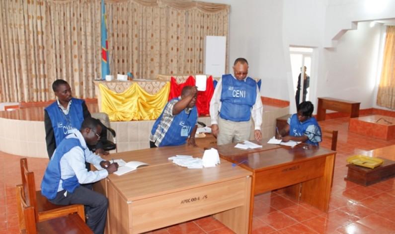 Bas-Congo : des habitants célèbrent la victoire du ticket Jacques Mbadu-Atou Matubuana