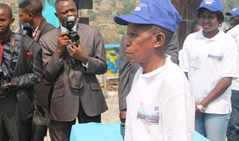 Un tacot, cadeau spécial à un retraité de l'OEBK