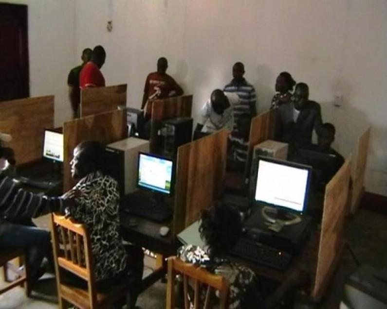 Lukula : le député Mbatshi offre un cybercafé aux jeunes