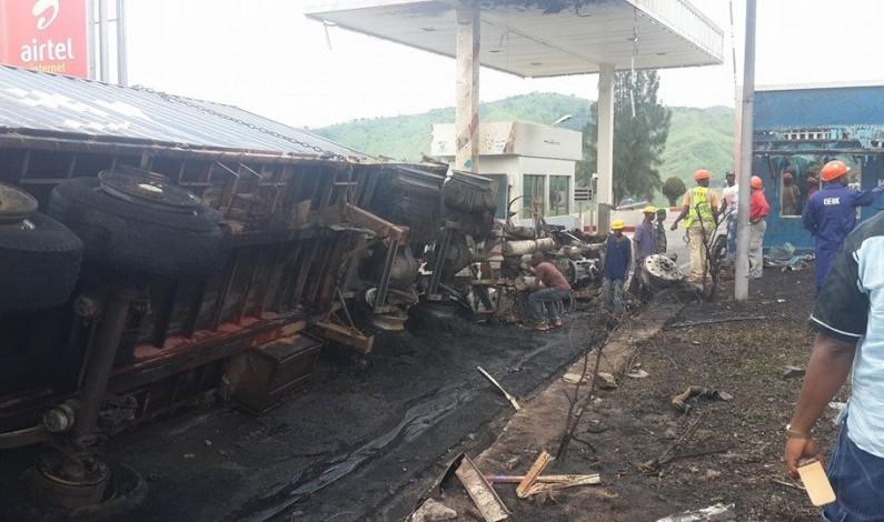 Matadi : un véhicule poids lourds prend feu au poste de péage du pont Maréchal Mobutu.