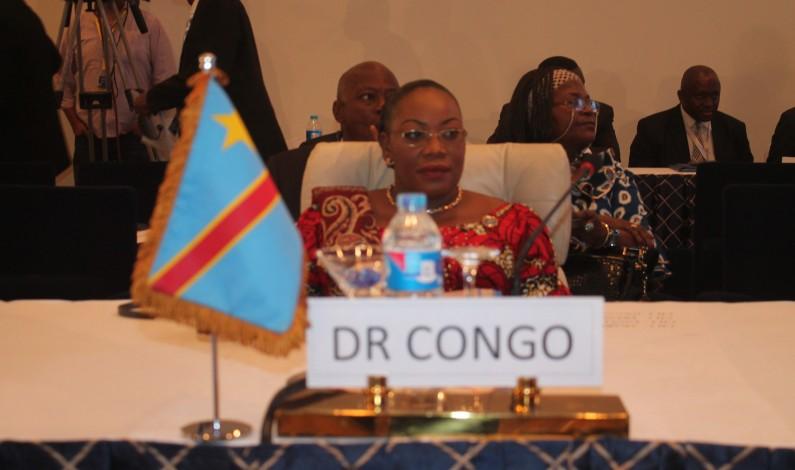 La sénatrice Nefertiti Ngudianza met 30% de ses émoluments dans la lutte contre le Coronavirus