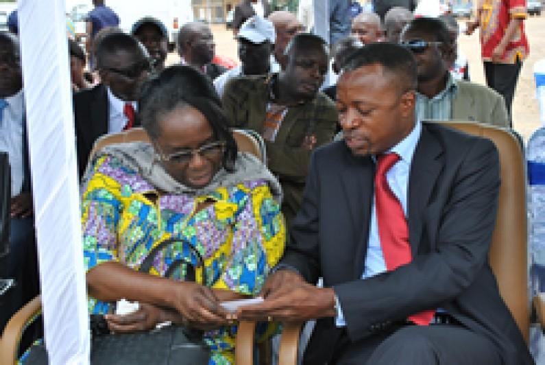 Impôts professionnels sur la rémunération :les membres du gouvernement du Kongo Central montrent l 'exemple