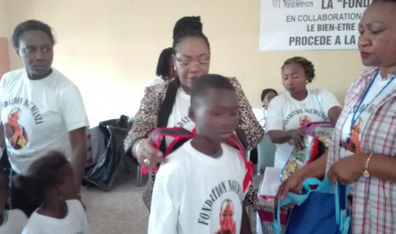 Des kits scolaires,cadeaux d'amour de la Fondation Ngudianza aux enfants de Lemba à Kinshasa