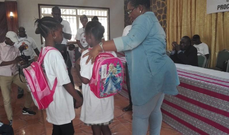 Aux écoliers de Matete de bénéficier des kits scolaires, don de la Fondation Ngudianza