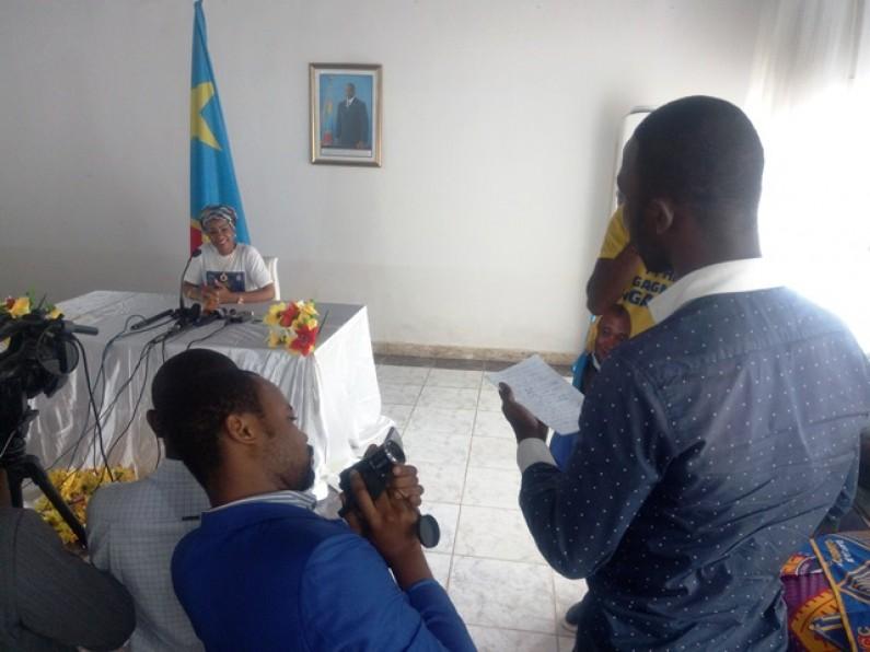 La belle leçon de la première dame à un journaliste de Matadi : ''C'est interdit de remettre aux journalistes le matériel de campagne''