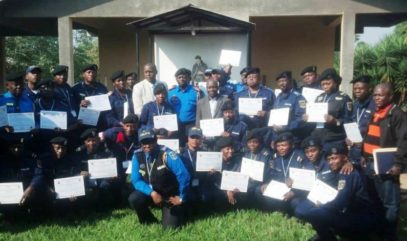 RDC: l'IBCR forme trente policiers formateurs sur les cours de droits de l'enfant et des pratiques adaptées à l'enfant à Mbanza Ngungu