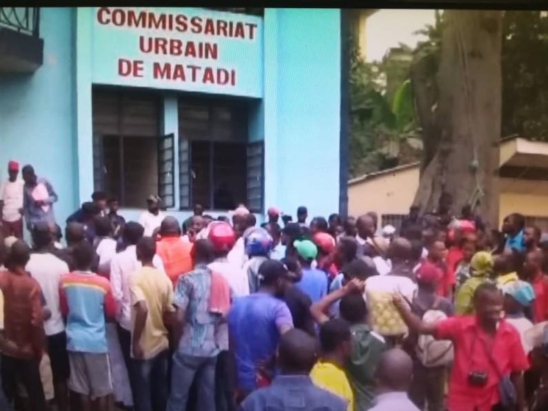 Matadi : le maire présente des présumés voleurs et bandits aux habitants
