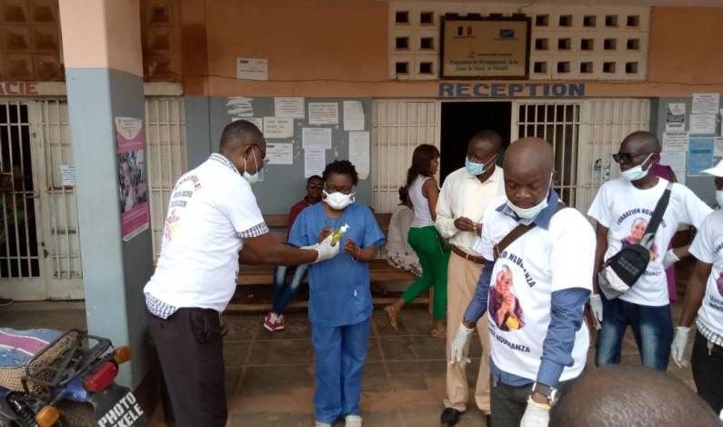 Coronavirus: des kits de protection individuelle, don de la sénatrice Néfertiti Ngudianza, à deux hôpitaux de Matadi et à l'OEBK