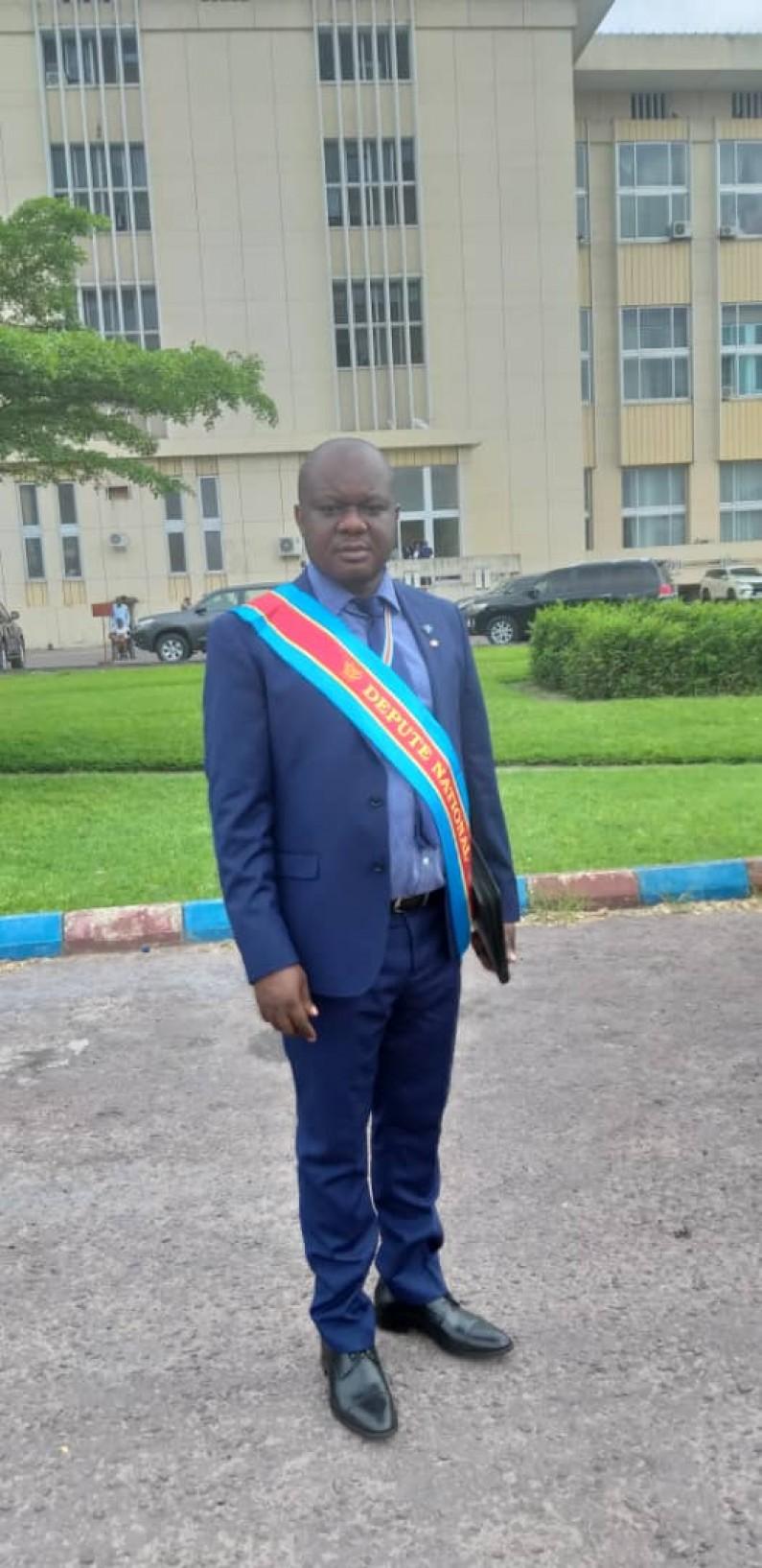 Le député Crispin Mbadu envisage interpeller le vice-Premier ministre Willy Ngopos sur la non réhabilitation de la route Manterne-Singhini au Kongo central