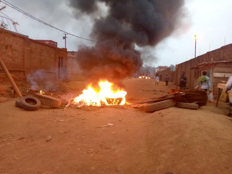 Matadi: des jeunes en colère bloquent la route Ango-Ango