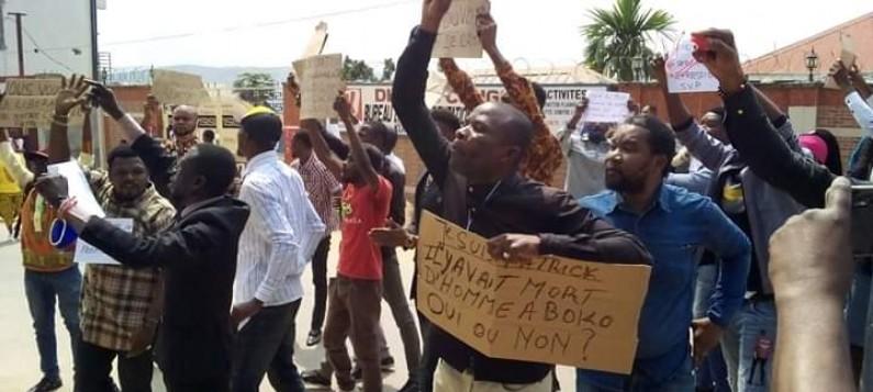 Matadi: des professionnels des médias manifestent contre l'arrestation du journaliste Patrick Palata
