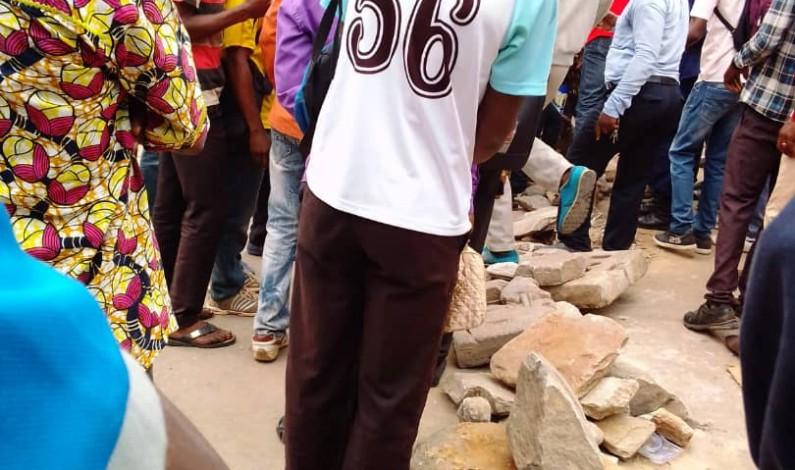 Matadi : paie retardée à cause des crédits qui seraient non remboursés,des enseignants bloquent la circulation en ville