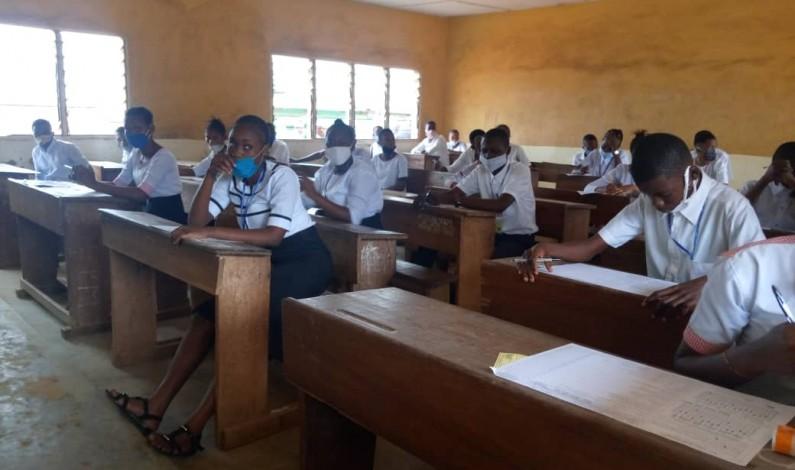 Exétat: des finalistes en manque des frais de participation sauvés par le gouverneur Atou Matubuana