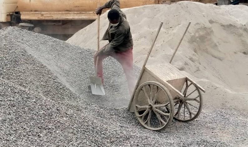 Masques contre le Coronavirus, masques pour se protéger de la poussière: difficiles conditions des ouvriers de CREC 7 à Manterne