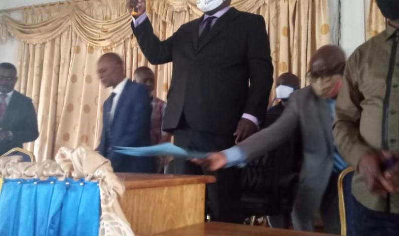 Assemblée provinciale du Kongo central, un monstre à deux têtes: Jean-Claude Mvuemba, élu président