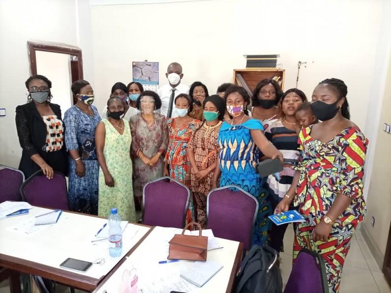 Les directrices provinciales et membres de l'Ucofem apprennent sur le leadership féminin et le journalisme sensible au genre