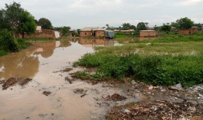 «Une famille qui perd sept enfants, une trentaine d'étudiants sinistrés…Je suis abattu», lance le ministre Mandiangu
