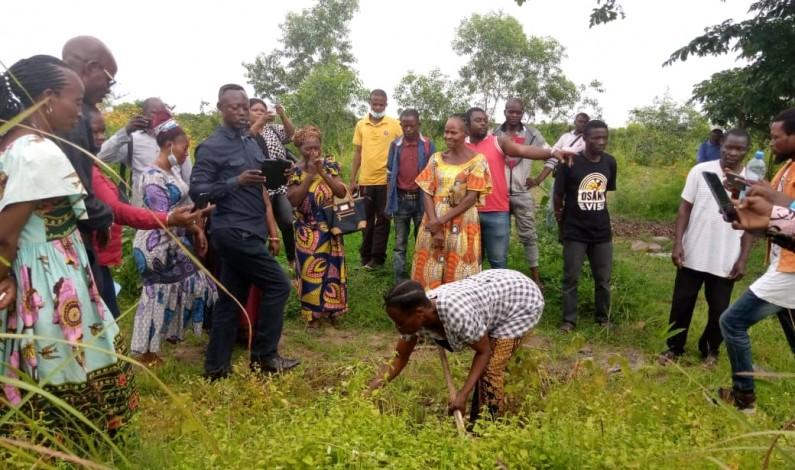 A la recherche de l'essor de son terroir, le chef coutumier de Kisielele cède des terres à l'ASBL Kongo dia Mpa