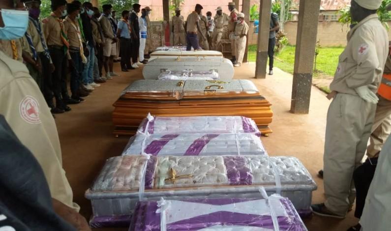 »C'est une douleur de ma vie que je ne saurais décrire»: à la morgue de Mbanza-Ngungu, les pleurs d'un homme qui a perdu sept membres de famille lors des pluies de décembre 2020