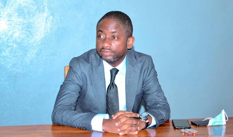 Don des motos à la police et d'ouvrages scolaires par Modero Nsimba à Muanda:le voeu de la société civile