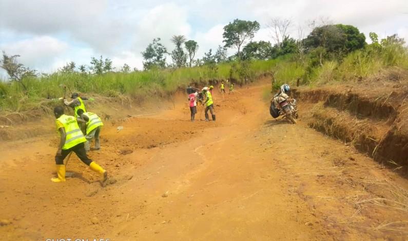 Luozi :le cantonnage manuel sur le troncon Mpioka-Pont Nkata avance grâce au Cabef en partenariat avec la fondation Ngudianza